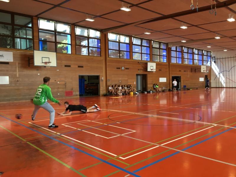 Auch am letzten Tag zeigten die Handballer noch einmal vollen Einsatz und sie kämpften um jeden Ball.