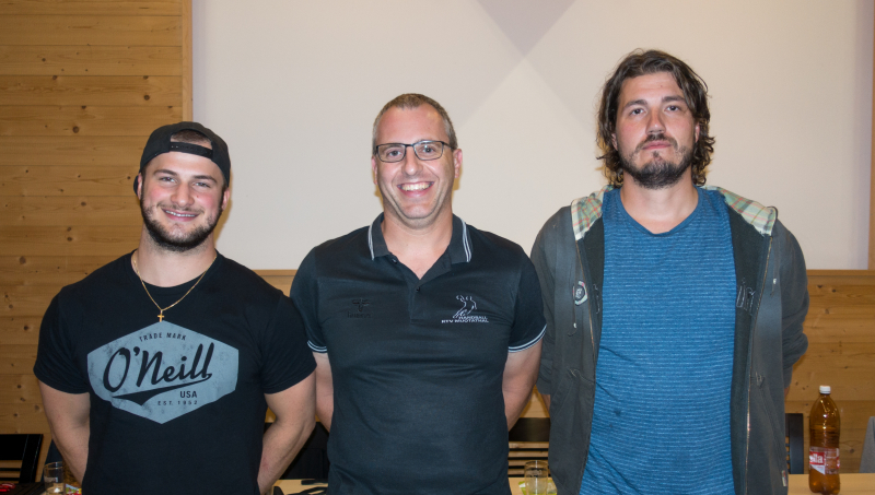 Arno Gwerder, André Ulrich und Jörg Hediger (von links nach rechts) wurden an der Handball-GV verabschiedet. (Bild: Esther Heinzer)