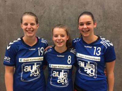 Die drei talentierten Innerschweizerinnen v.l.n.r. Debora Annen, Kyra Gwerder und Celia Heinzer haben eine erfolgreiche Saison hinter sich. (Bild: Handball KTV Muotathal)