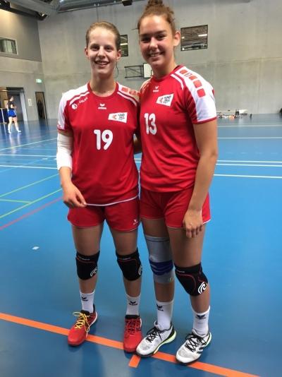Debora Annen aus Arth (links) und Celia Heinzer aus Muotathal freuen sich besonders auf das Länderspiel im Muotathal.