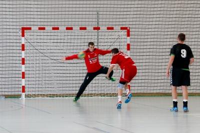 Urs Schelbert hielt mit einer hervorragenden Leistung seinen Kasten sehr sauber. Auch dieser Penalty des TV Muri fand seinen Weg nicht ins Tor (Bild: Esther Heinzer-Schelbert).