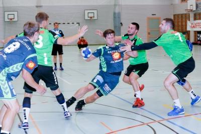 Es ging hart zu und her im Spiel gegen HV Olten, hier mit Alex Suter am Ball. (Bild: Esther Heinzer)