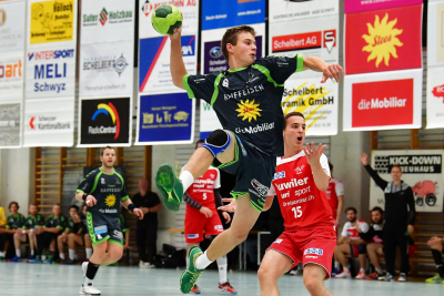 Die jungen, hier Ivo Betschart am Ball, machten ihre Sache gut, doch am Ende musste sich der KTV Muotathal dem TV Muri trotzdem geschlagen geben. (Bild: Remo Scherrer)