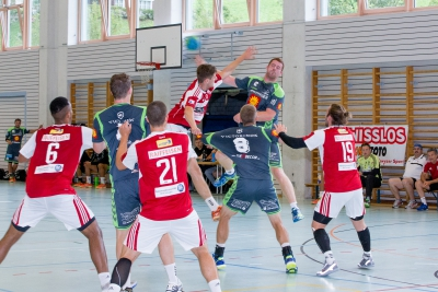 Der KTV Muotathal hier mit Micha Schelbert (am Ball), Philipp Christen (Nummer acht) und Fabian Geiger (Nummer 13 in grün) wird am kommenden Samstag in Pratteln gefordert. (Bild: Esther Heinzer)