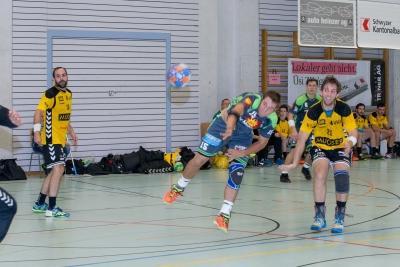 Gegen Olten braucht es eine geschlossene Teamleistung um die beiden Punkte im Muotathal zu behalten. Hier Hans Betschart beim Torabschluss. (Bild: Esther Heinzer)