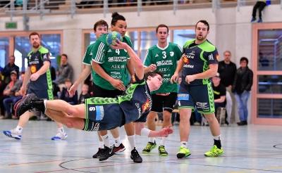 In Emmen braucht es wieder vollen Einsatz wie hier Alex Suter am Ball. (Bild: Andy Scherrer)