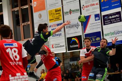 Gegen Mutschellen erwartet der KTV Muotathal (in grün: links Alex Suter und rechts Martin Betschart) ein hart umkämpftes Spiel. (Bild: Remo Scherrer)