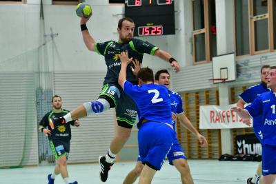 Nach zwei spielfreien Wochenenden freuen sich die Handballer des KTV Muotathal (hier mit Kevin Heinzer am Ball) auf das Derby gegen Altdorf. (Bild: Andy Scherrer)