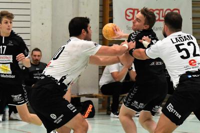 Am kommenden Samstag reisen Matteo Schelbert am Ball und sein Team nach Emmen zum Spitzenkampf. (Bild: Andy Scherrer)